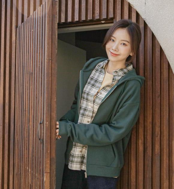 justone-로엔스 백프린팅 쭈리면 후드집업♡韓國女裝外套