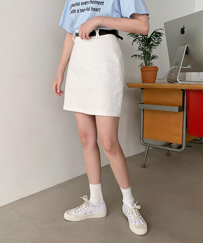 附腰帶A字短裙