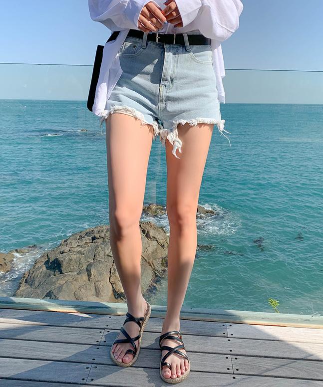 淺藍破爛風牛仔短褲