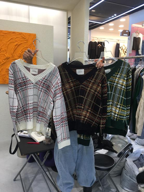 AMOUR-- 女士格子V領長袖針織衫